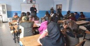 Yüksekova'da 'Sınıfınızda 5-10 dakika, 5-10 kelam edelim mi' programı başlatıldı