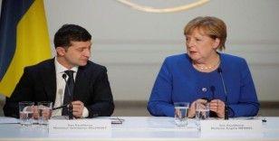 Zelenskiy, Merkel ile telefonda görüştü