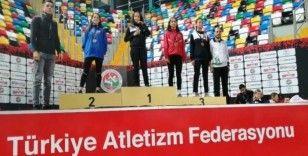 Tatar'ın öğrencileri İstanbul'dan 3 madalya ile döndü