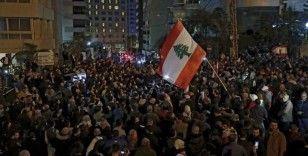 Lübnan'da halk yeniden sokaklarda