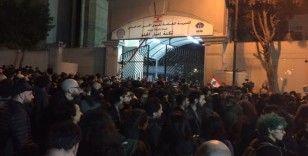 Lübnan'da polis ve göstericiler arasında arbede: 35 yaralı
