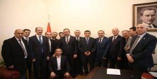 AK Parti Van milletvekilleri Kartal ile Arvas, TBMM'de Van'ın ilçe belediye başkanları ile bir araya geldi