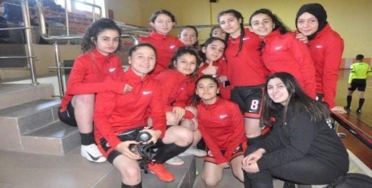 Isparta Spor Liseli sultanlar futsalda şampiyon oldu