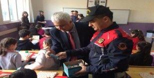 Jandarma Döşemealtı'nda karne dağıttı