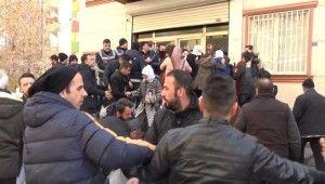 HDP Diyarbakır İl Başkanlığı önünde gergin anlar