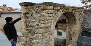 Elazığ'ın Kovancılar ilçesi Yazıbaşı köyünde 115 yıl önce yapılan  Alibeyköy Konağı yok olmak üzere