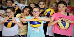 Kocaeli'de 3 bin öğrenciye voleybol eğitimi verilecek