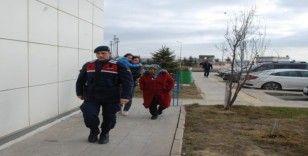 Minibüsün lastiği patlayınca 32 göçmeni bırakıp kaçtı