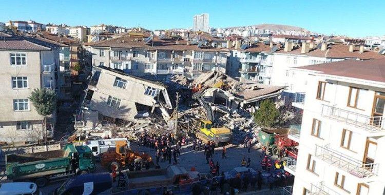 19'unun büyüklüğü 4'ün üzerinde olan 533 artçı deprem meydana geldi