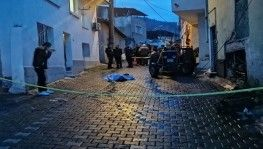 Çatıya çıkan adam ayağının kayması sonucu düşüp öldü