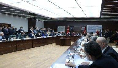Bakan Kasapoğlu ve milli futbolcular destek için Elazığ'da