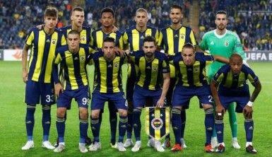 Depremzede Emir'e Fenerbahçeli futbolcular moral verdi