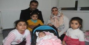 2 aylık depremzede bebek ailesiyle anaokuluna yerleşti