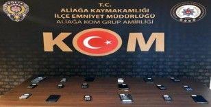 İzmir'de tütün ve kaçak cep telefonu operasyonu