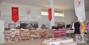 Türk Kızılay'ı Sevgi Mağazası ile Tel Abyadlıları giydiriyor