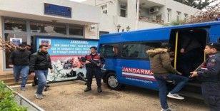 Sürat teknesiyle Kıbrıs'a kaçmaya çalışan göçmenler yakalandı