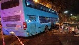 İstanbul'da halk otobüsü durağa daldı