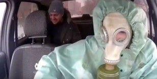 Rus taksi şoförlerinden korona virüsüne karşı maskeli önlem