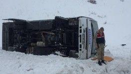 Erzurum'da halk otobüsü devrildi