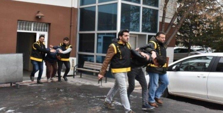 Aksarayda kömür çalan 2 hırsızlık şüphelisi tutuklandı