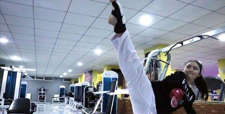 Doğuştan kolları olmayan kızını dünya şampiyonluğuna hazırlıyor