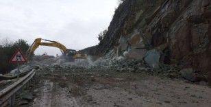 Bolu'da yağmur sonrası heyelan Ankara yolunu kapattı