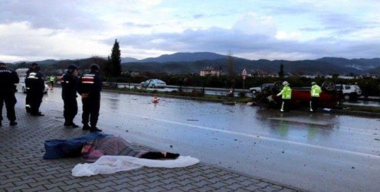 Yağışta kontrolden çıkan otomobil takla attı: 1 ölü, 1 yaralı
