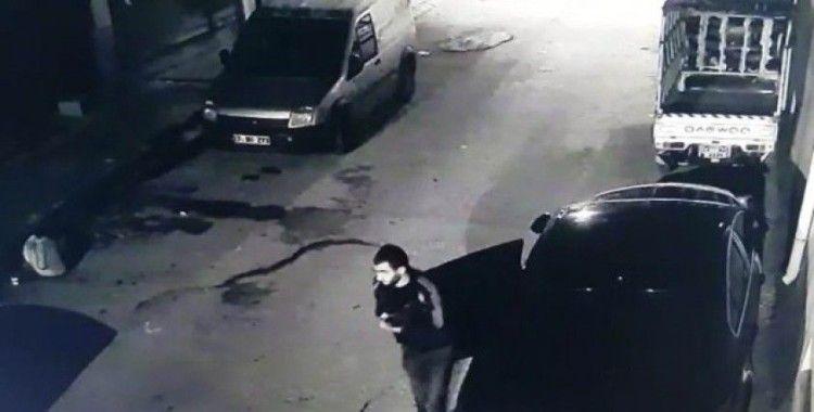 Oto hırsızı kamerada