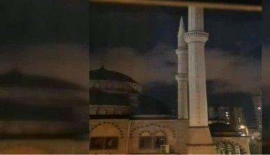 110 kilometre hızla esen rüzgar minareleri salladı