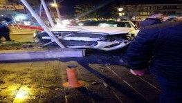 Kontrolsüz yola çıkan sürücü kazayı beraberinde getirdi