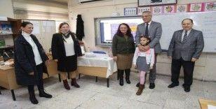 Başkan Tarhan, küçük öğrencinin isteğini kırmadı