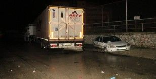 Kırmızı ışıkta duramayan TIR iki otomobile çarptı: 5 yaralı