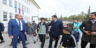Teniste başarı sağlayan cevizli köyü öğrencilerine destek