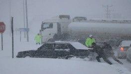 Bolu'da şiddetli kar yağışı devam ediyor