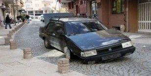 (Özel) Alkollü sürücüyü beton duba durdurdu