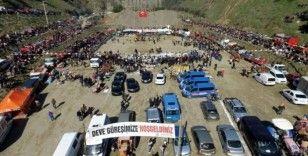 Kuyucak'ta develer depremzedeler yararına güreşti