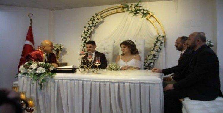 Belediye Başkanı bu kez kendi kızının nikahını kıydı