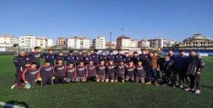 Yeşilyurt Belediyespor'un gençleri şampiyonaya hazırlanıyor