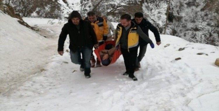 Kar nedeniyle mahsur kalan hastaya saatler sonra ulaşıldı
