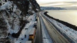 Gürcistan yolunda tır sürücülerinin kış çilesi