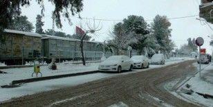 Suriye sınırında 7 yıl sonra kar sevinci