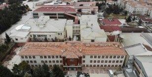 Eski hastane depremzedelere ev oldu