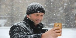 Lapa lapa yağan kar Erzurum'u beyaza bürüdü