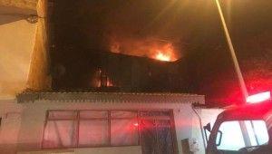 3 katlı geri dönüşüm fabrikasında büyük yangın