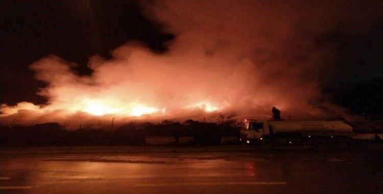 Pamuk yağı fabrikasındaki yangın 1 gündür sürüyor