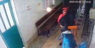 Camideki sadaka kutusunu masasıyla çalan zanlılar yakalandı