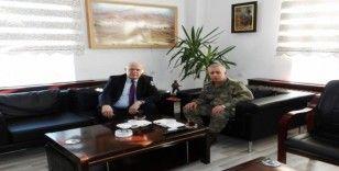 Başkan Pekmezci Garnizon Komutanı Diker'i ziyaret etti