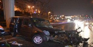 Sürücüsünün direksiyon hakimiyetini kaybettiği otomobil bariyerlere çarparak durabildi