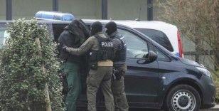 Almanya'da camilere saldırı planlayan 12 kişi tutuklandı