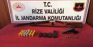 Ardeşen'de silah kaçakçısının evine baskın